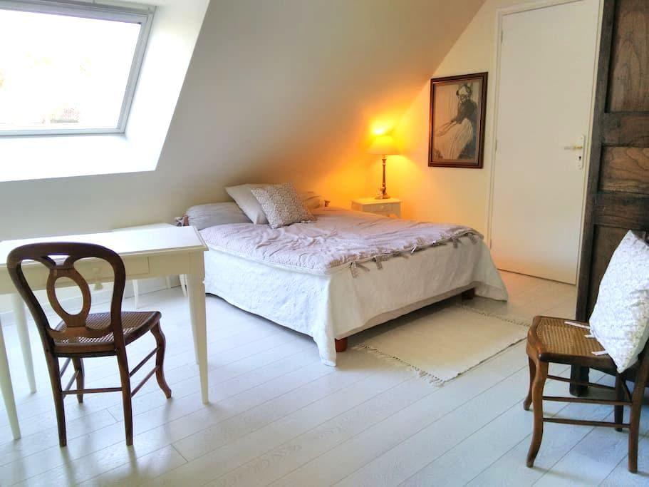 Chambre au calme, au vert, à deux pas de Rennes - Vezin-le-Coquet - Huis