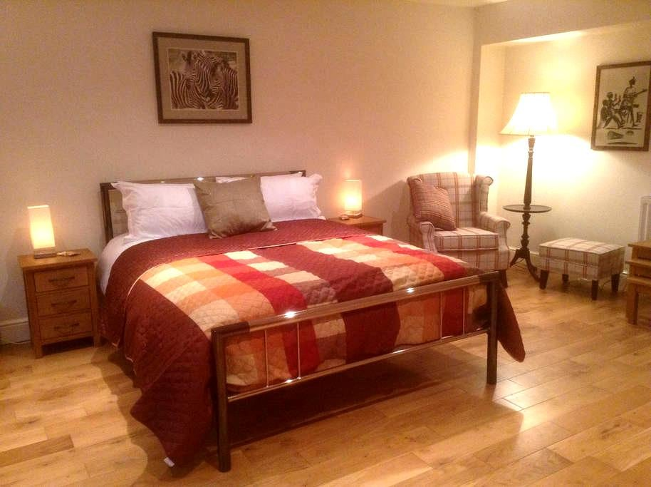 Luxury double room in Affricks Barn - Little Kingshill - Bed & Breakfast