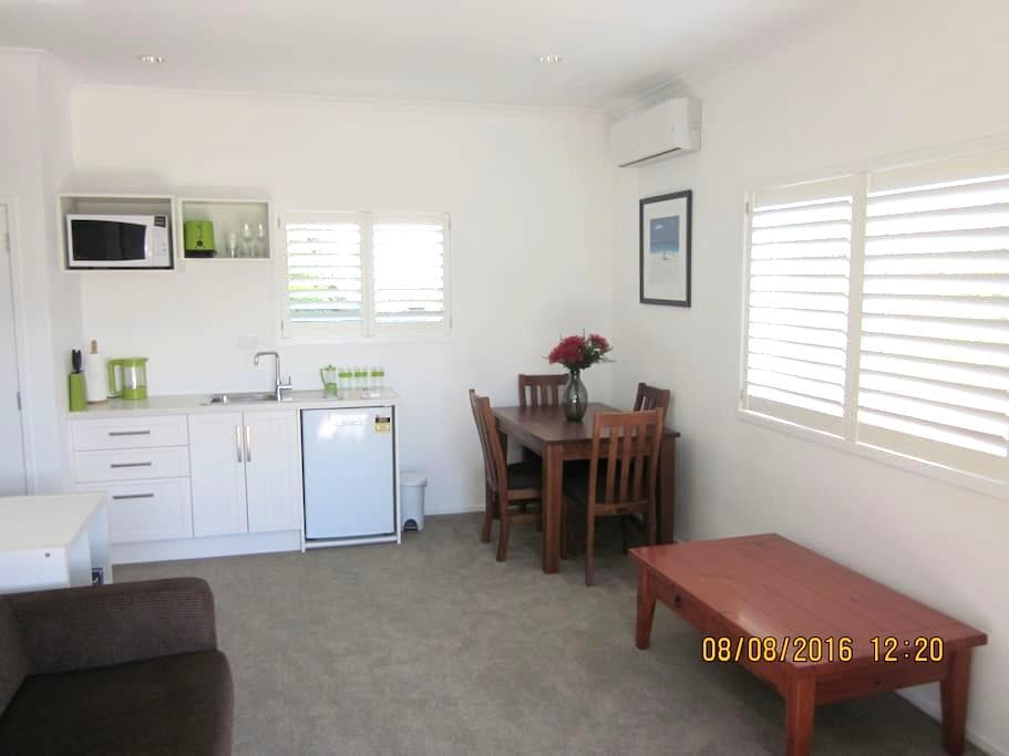 A cosy beach cottage at the Mount - Tauranga - Gästehaus