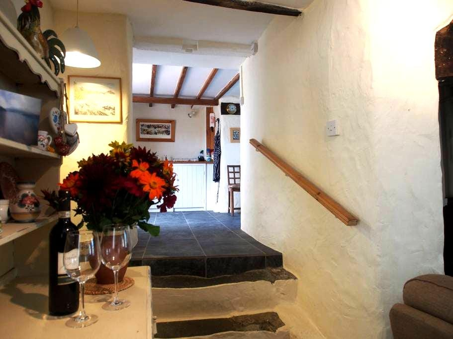 Tyddyn Truan - a country cottage - Isle of Anglesey - Casa