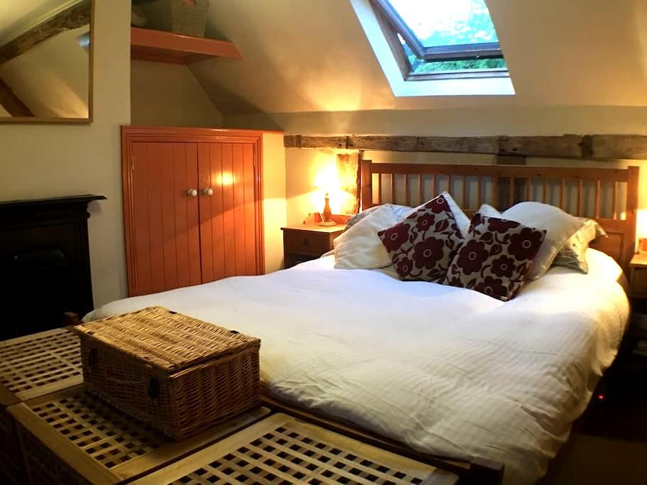 Peaceful English Country Cottage - Tenbury Wells - House