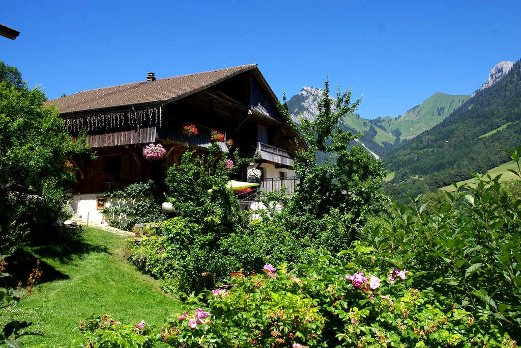 Chalet savoyard traditionnel - ENTREMONT - 一軒家