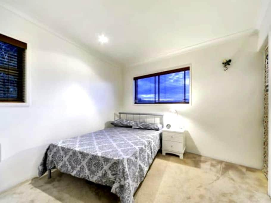 Halifax Double Bed - Adelaide - Apartment
