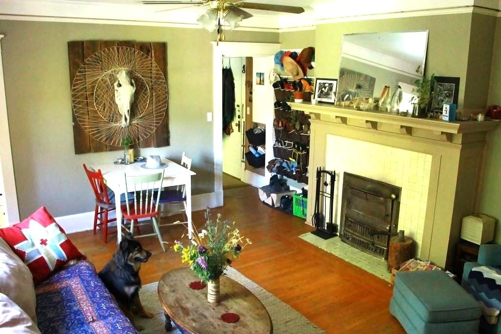 Gorgeous Historical Downtown Apartment - Fernie - Apartamento