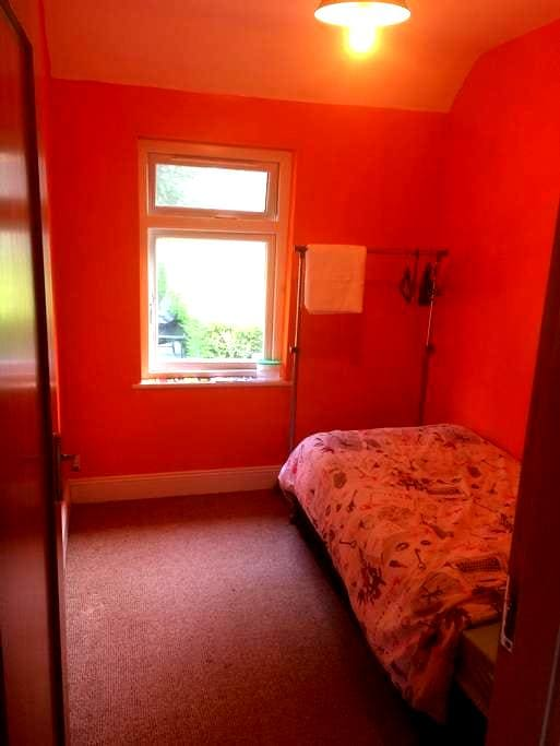 Single bed - NOT in city centre - read description - Cork - House