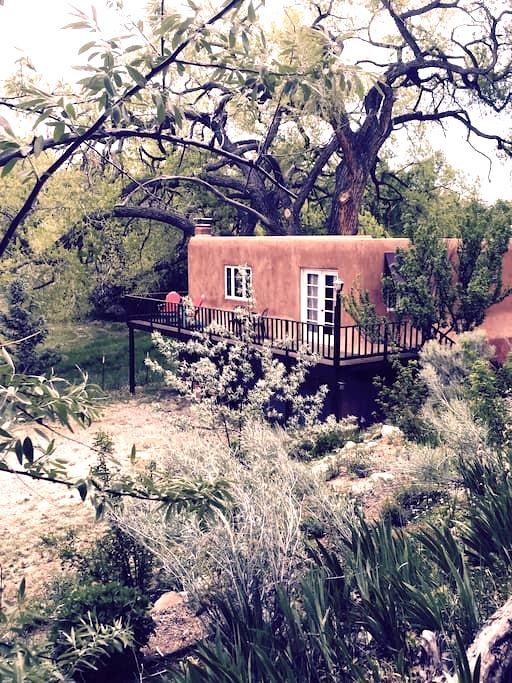Charming Mews Cottage in lush Nambe - Santa Fe
