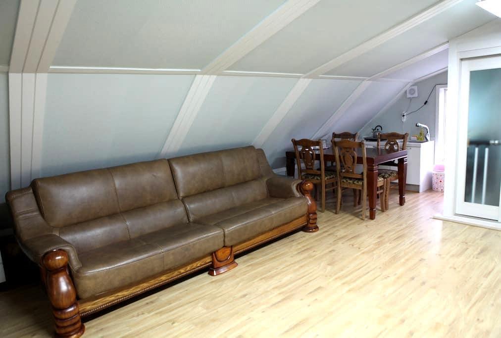 cozy loft, near the Geo Je City Hall and markets - Geoje-myeon, Geoje-si - Podkroví