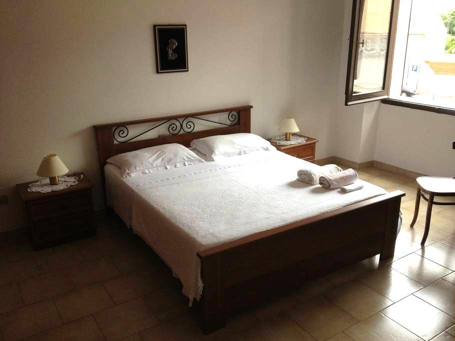 Camera matrimoniale centro storico - Laerru