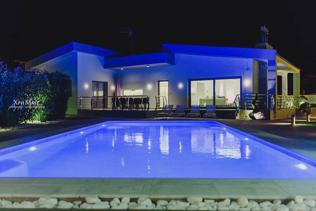 Luxury Villa 20m from awarded beach - Kiato - House
