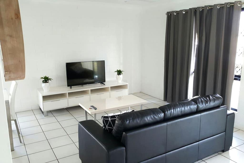 Very affordable 3 bedroom house - townsville - House