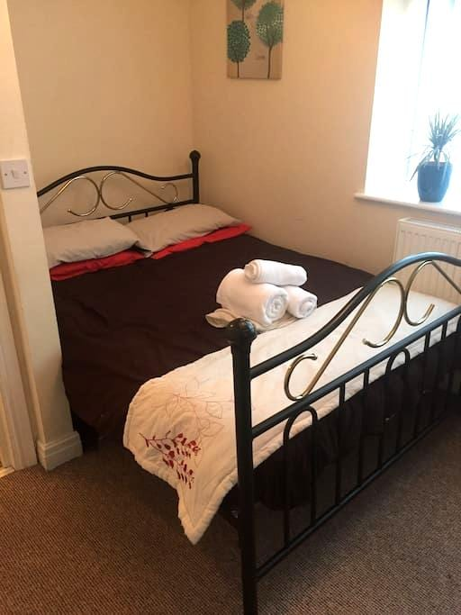 Spacious double room, 2 mins from the sea. - Wallasey - Apartemen