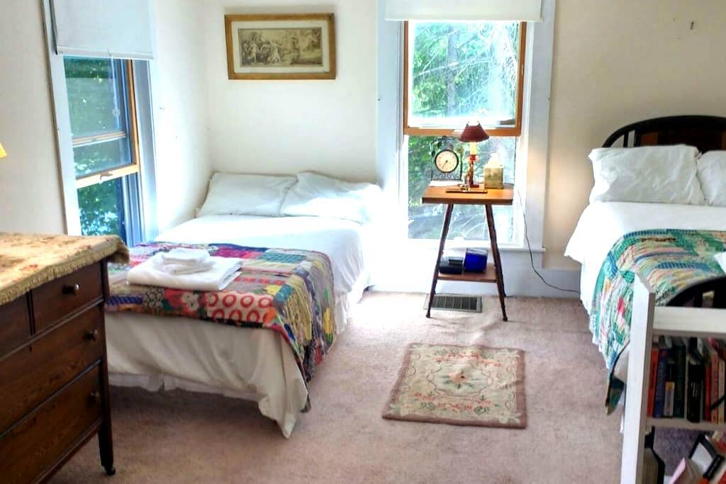 PRIVATE ROOM #2, SHARED KITCHEN, 3 BATHS - Keene Valley