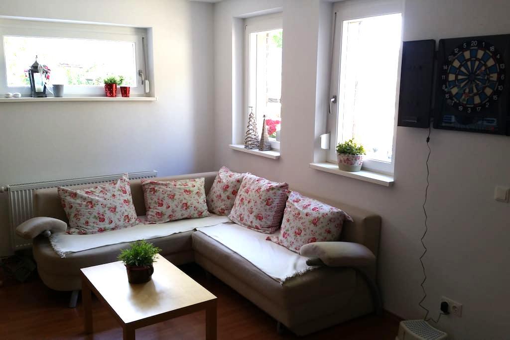ruhige Einliegerwohnung, verkehrsgünstig gelegen - Werneck - Huis