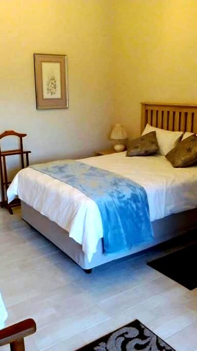 Affordable overnight rooms. - Upington