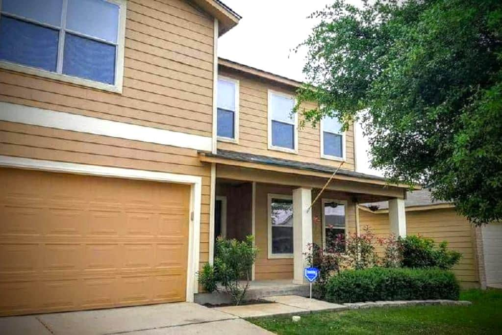Comfy and Convenient near Lackland AFB/Seaworld - Sant Antoni