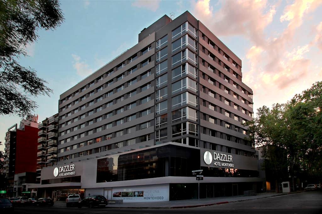 Hotel con Spa, Gimnasio y Piscina exterior. - Montevideo