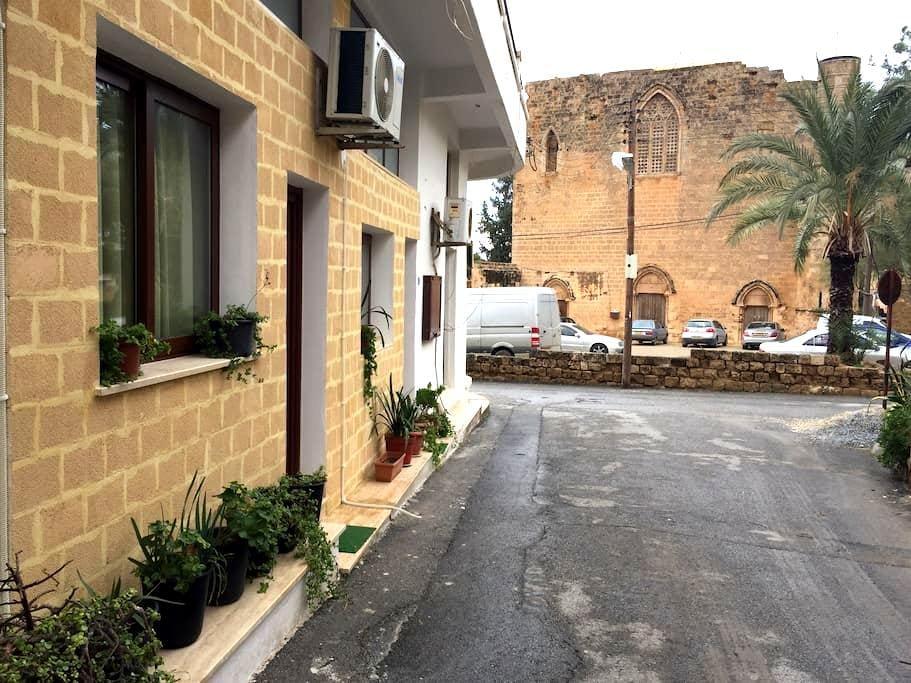 Stay in an open air museum 4 - Gazimağusa - Hus