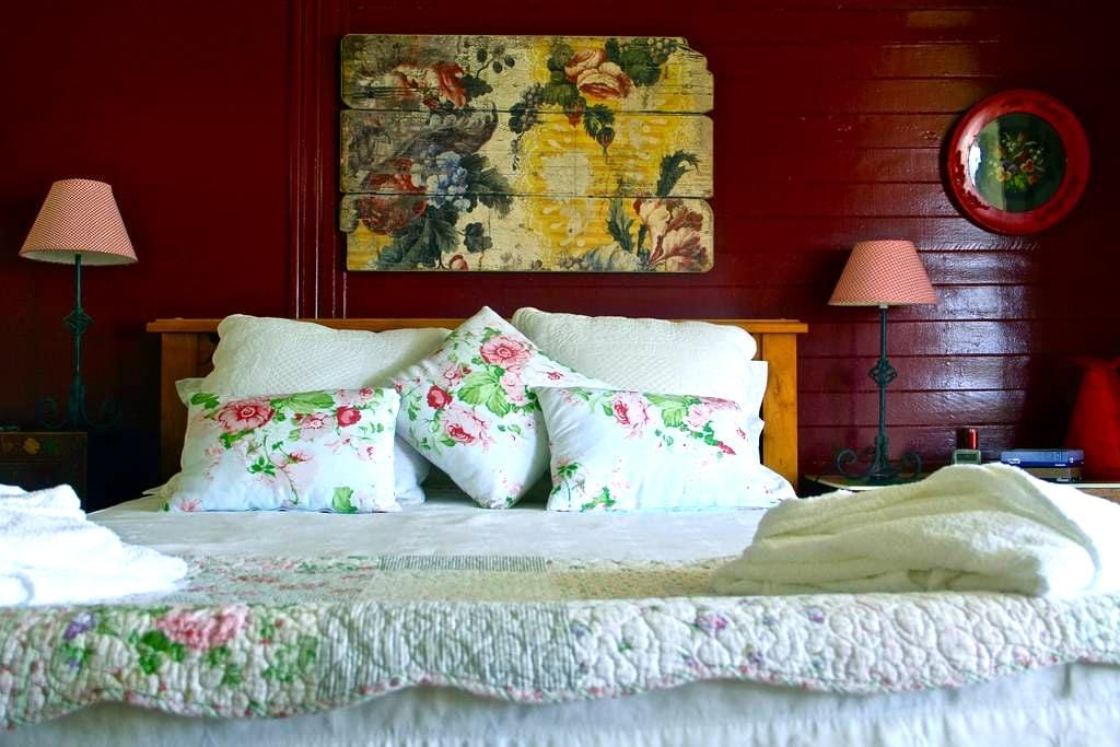 McGowans Boutique Bed and Breakfast - Coopernook - Bed & Breakfast
