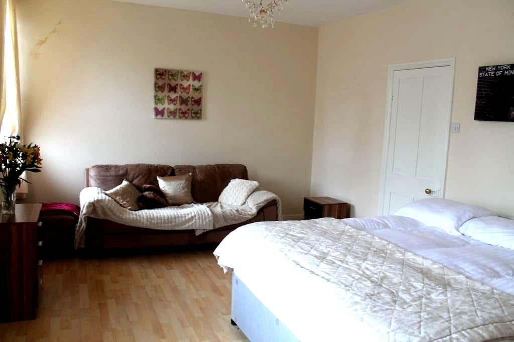 King Size Bedroom - Ilkley