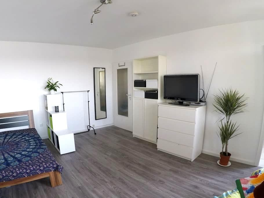 1-Zimmer-Wohnung/Messe - Laatzen - Apartamento