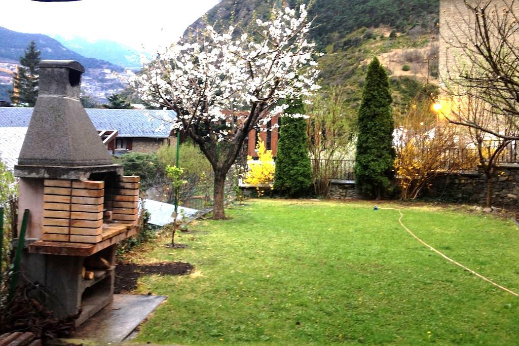Acollidora casa entorn natural - Aixovall