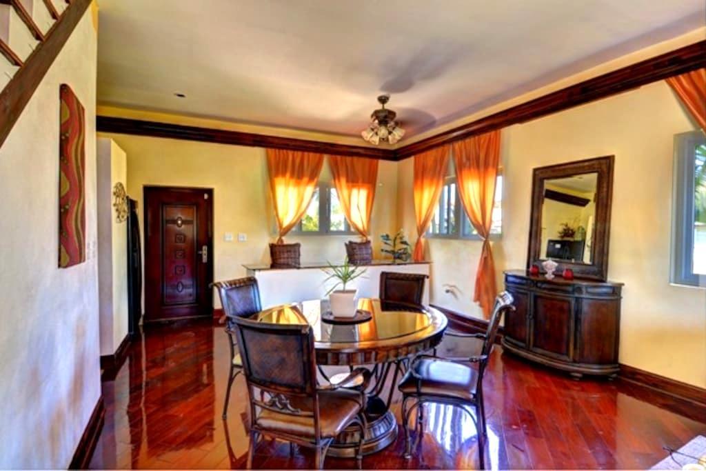 Tuscan Style Home - Nassau - Talo