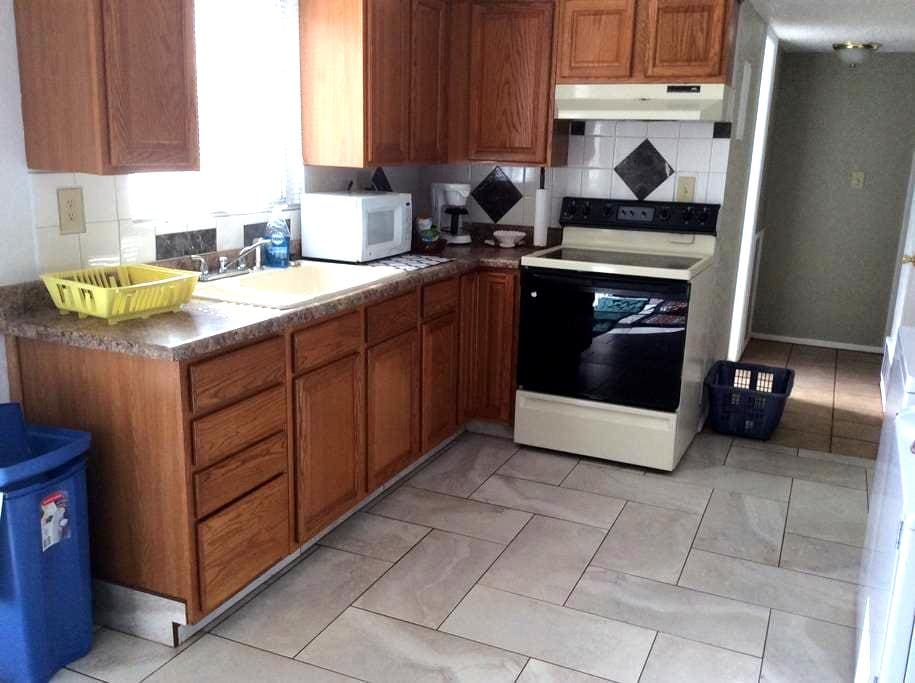 Rock Springs,WY- 2bed townhouse Lower unit - Rock Springs - 타운하우스