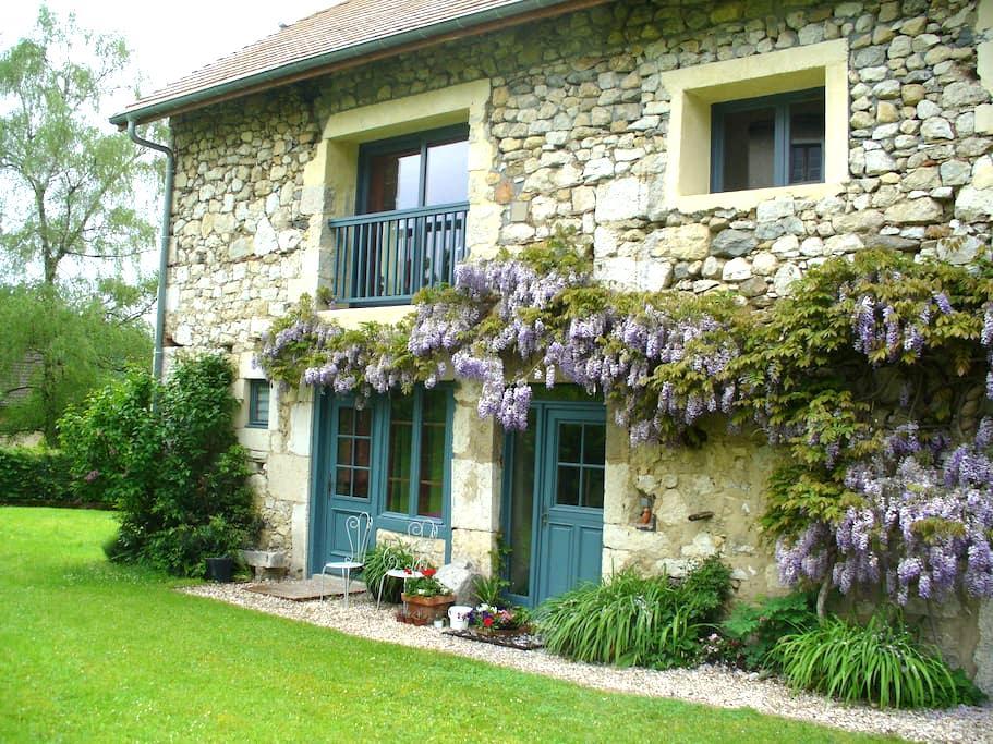 Belle  grange en pierre restaurée - Billième - Дом