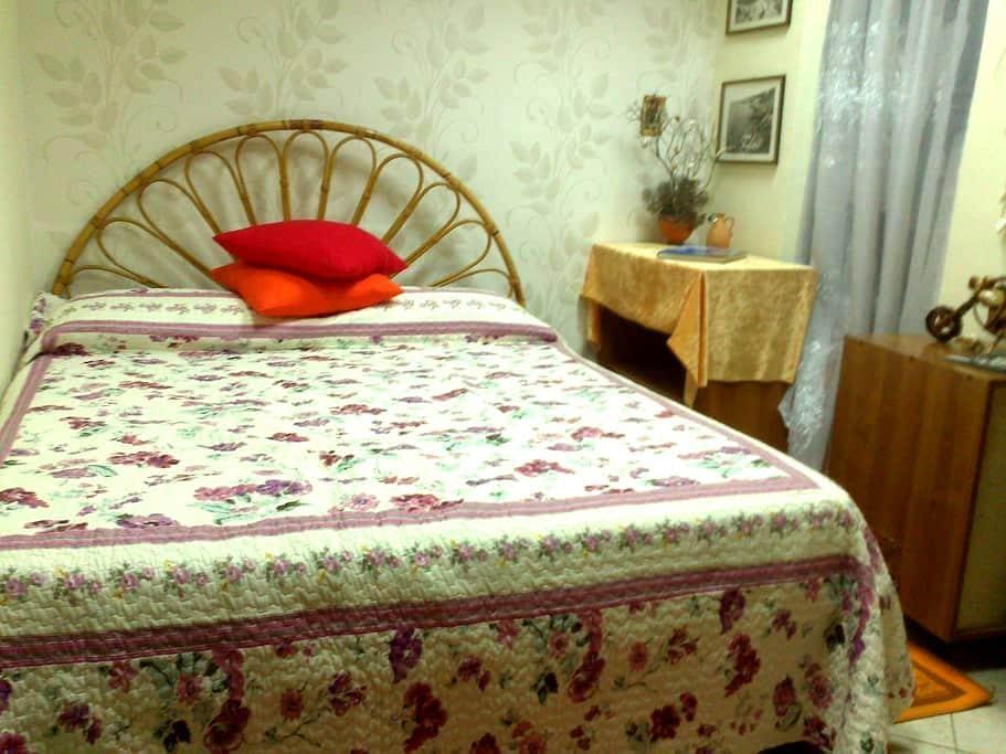 Уютная комната+питание+парковка)))) - Неаполь - Квартира