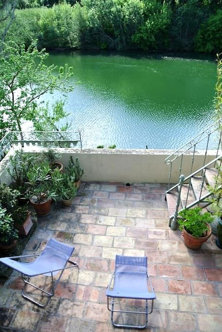 Appartement de charme et terrasse - Montfrin - Byt