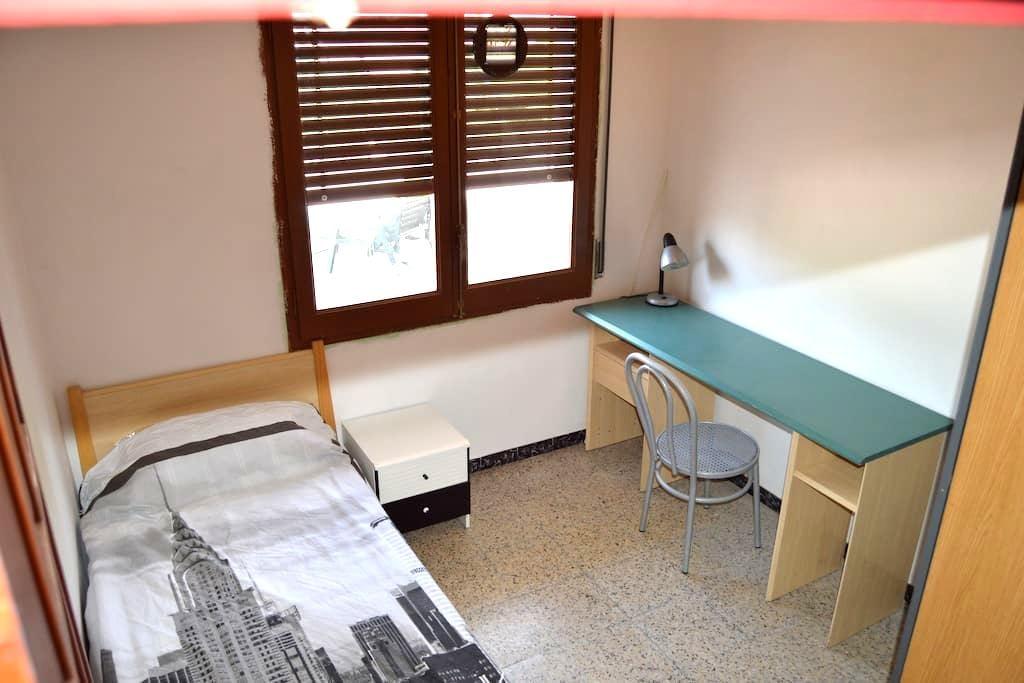 Habitación individual con vista terraza en Girona - Girona