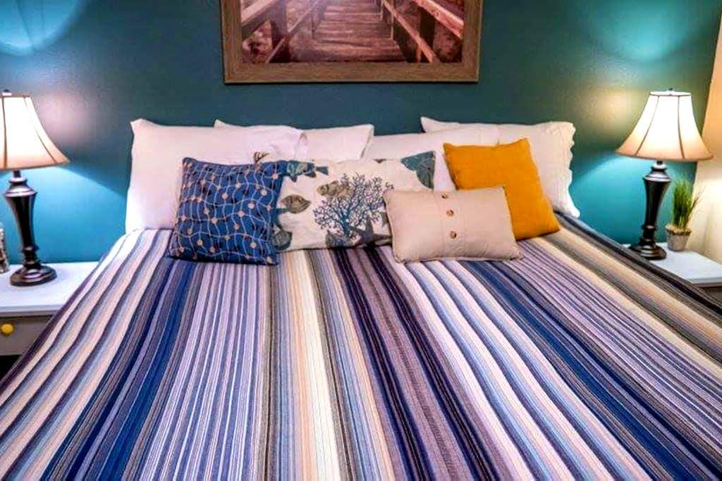 Cozy King Size Bed near the beach - Rockaway Beach