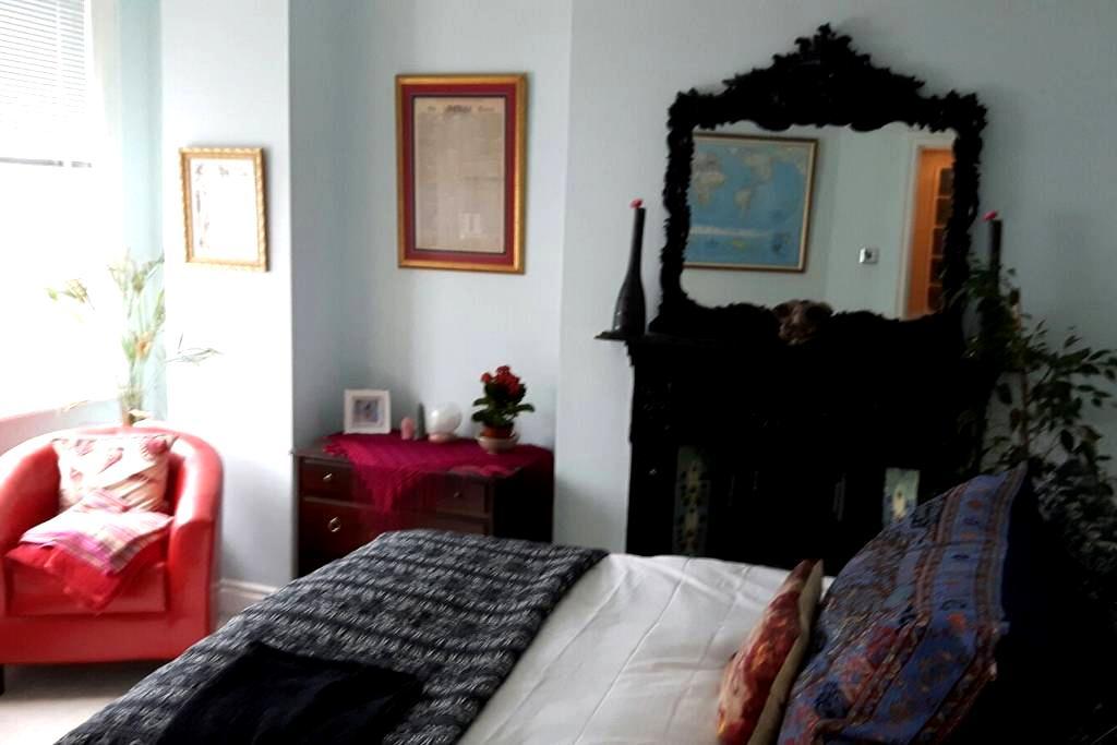 Cosy room facing sea + sun & peace - Bexhill