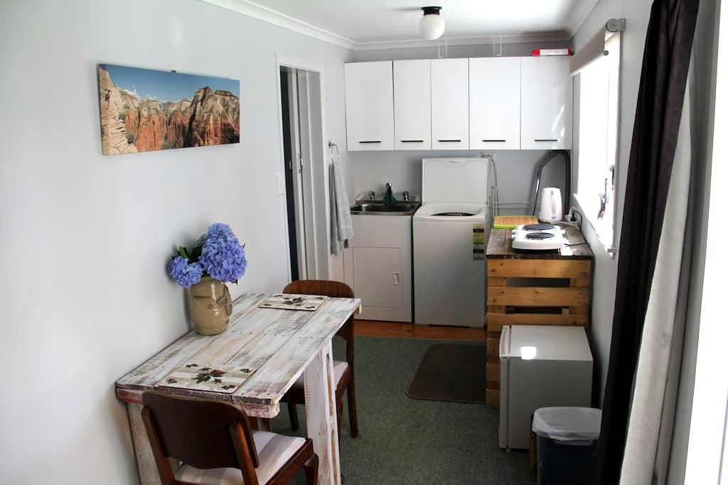 Beautiful,quiet wing of family home - Rotorua - Casa