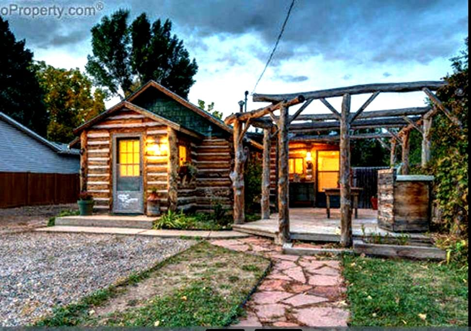 Cozy 2 bedroom log cabin 5 minutes from Old Town! - Fort Collins - Ev