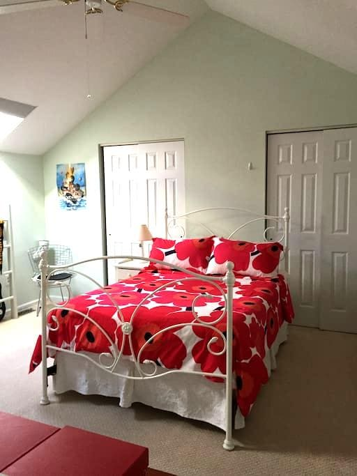 Bright and cozy loft bedroom - West Chester - Σπίτι
