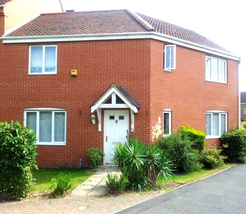 Large double room for single person - Banbury - House