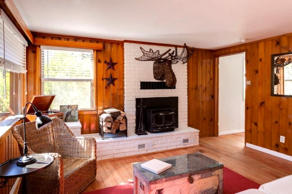 Kodiak's Cottage ... a 1920s Classic - Big Bear Lake - Casa de huéspedes