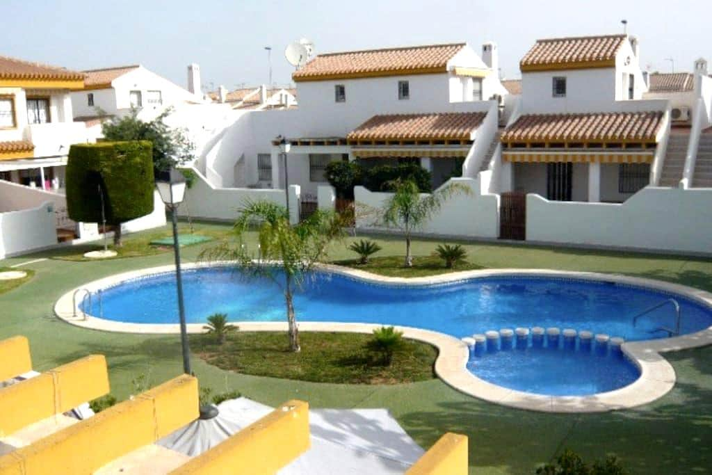 Modernized fun family villa with pool - Torre de la Horadada