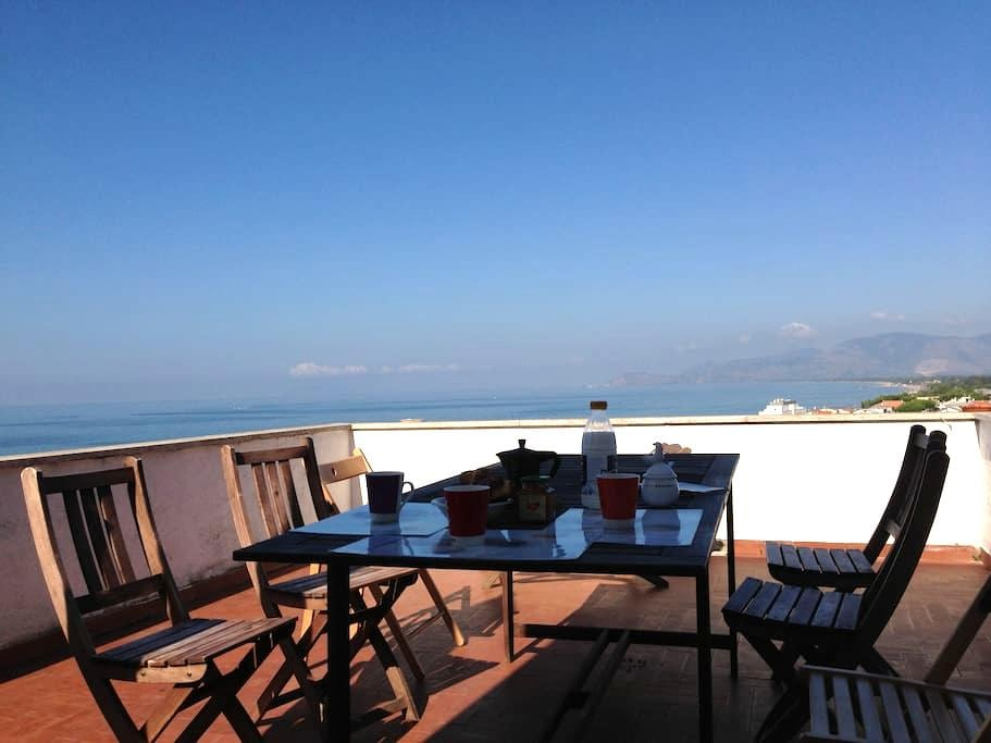 A terrace with breathtaking view! - Sperlonga - Appartement