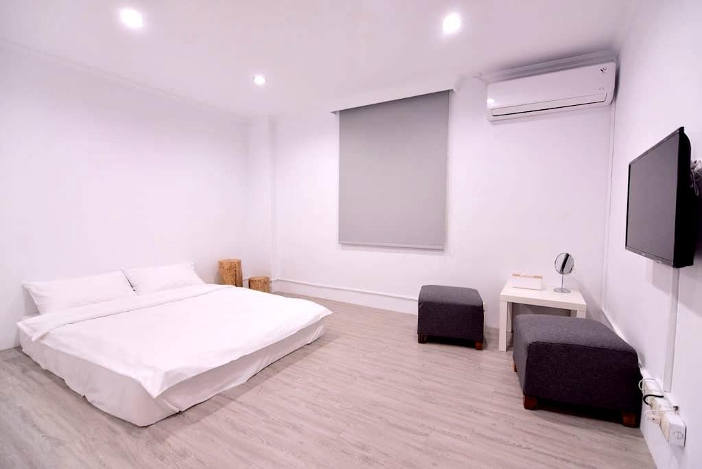 Cozy無印良居-全新設計,舒適乾淨的色調空間,鄰近車站、市中心,生活機能、交通便捷A房 - Hualien City - Bed & Breakfast