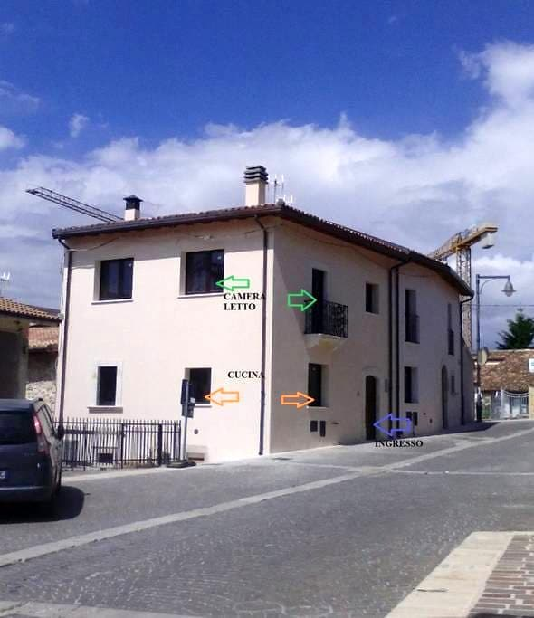 Private room with bathroom, kitchen, parking, wifi - Barisciano - Daire