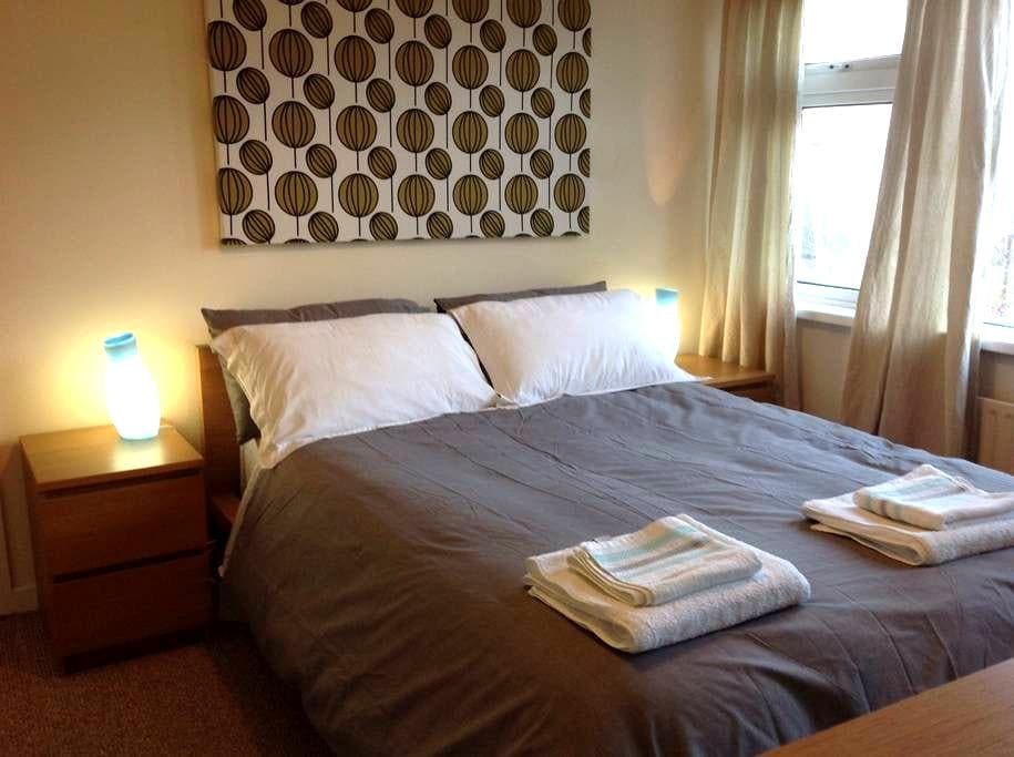 Large Double Bedroom 1st Floor ! - Cork - Casa