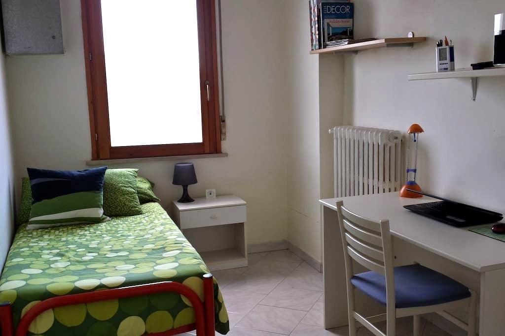 Stanza singola a Pescara Porta Nuova - เปสคารา - อพาร์ทเมนท์