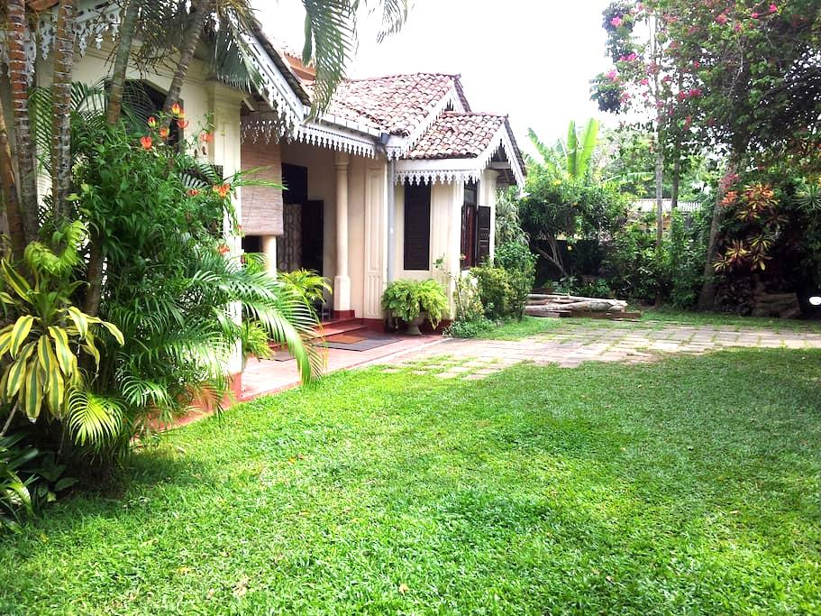 Sumudu Tourist Guest House - Room 1 - Ambalangoda - Villa
