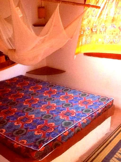 angolo di paradiso camera arancio - Toubab Dialao