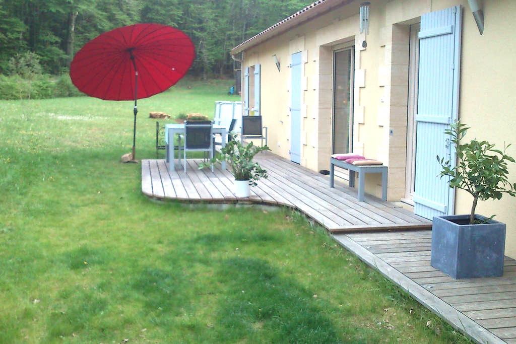 Chambre avec terrasse à la campagne. - Carlux - House
