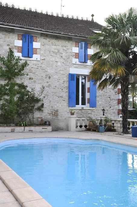 Cosy Studio, swimming pool and BBQ - Villeneuve-sur-Lot - Huis
