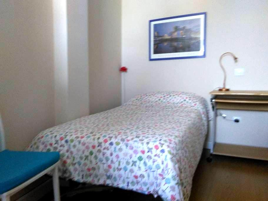Céntrica habitación individual - Valladolid - Bed & Breakfast