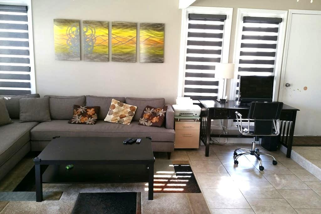 A private suite all to yourself - Garden Grove - Huis